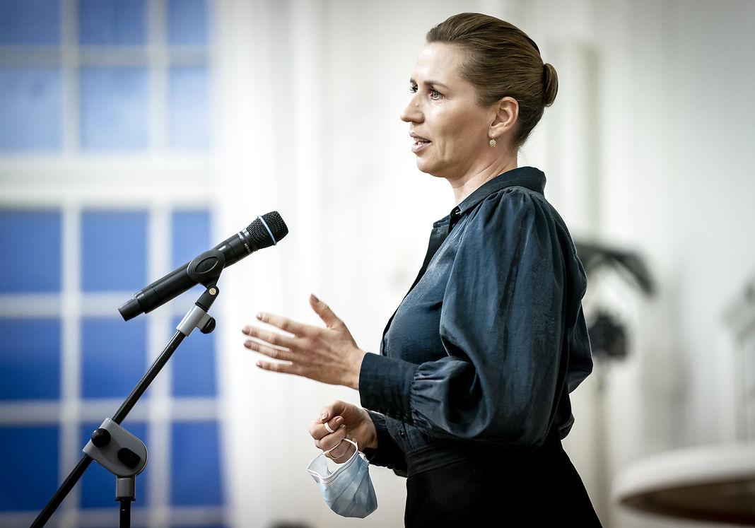Mette Frederiksen står fast på stram udlændingepolitik
